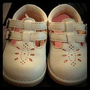 Teeny toes- white Velcro shoes size 9-12 months